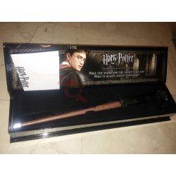 Bacchetta di Harry Potter Replica con punta che si illumina    Harry Potter The Noble Collection Cosplay